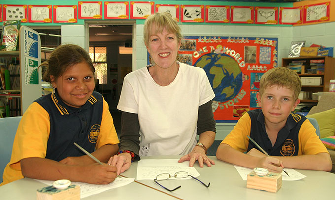 How can I become a primary school teacher in Australia?