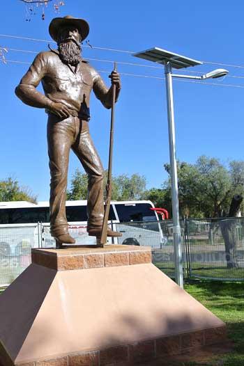 p2132-Stuart-statue-1