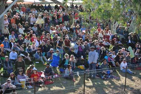 p2140-Henley-crowd-2