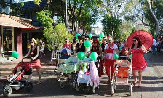p2134-Fest-parade-Mums