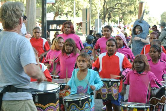 p2134-Fest-parade-drum-cl