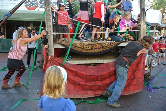 p2134-Fest-parade-push