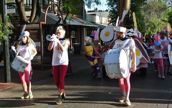 p2134-Fest-parade-trumpet