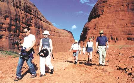 p2212-Ayers-tourists-Olgas
