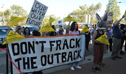 p2222-fracking-demo-SM