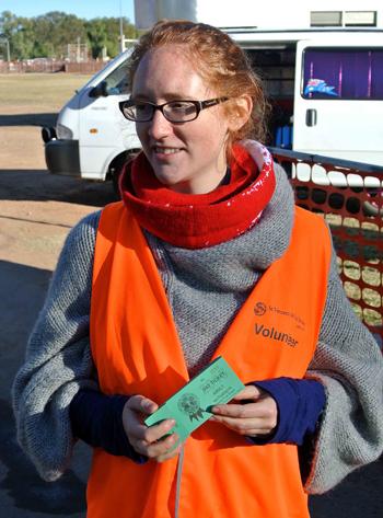 p2252-Show-volunteer