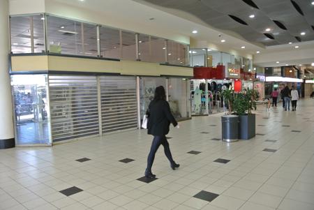 p2257-Plaza-IGA-location-1