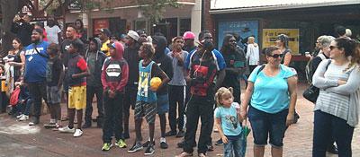 p2329-Bangtail-crowd-sm