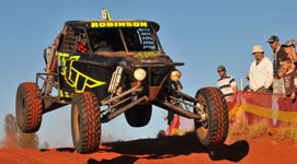 p2338-Finke-buggy-crowd-SM2