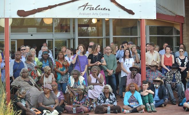 p2362-des-mob-crowd