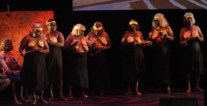 p2362-des-mob-dancers
