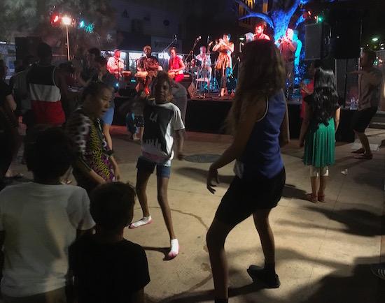 p2381-xmas-dancers-550