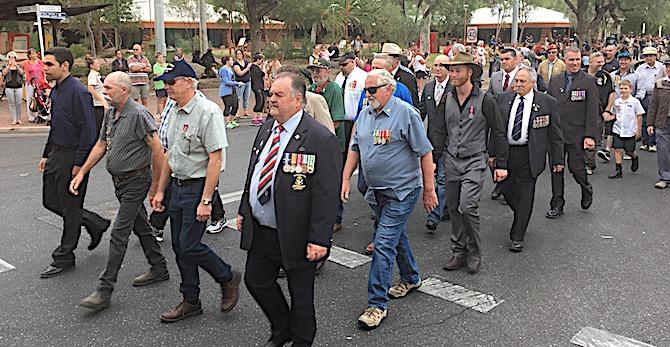 p2429 Anzac parade 1