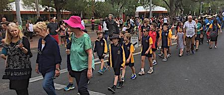 p2429 Anzac parade 13