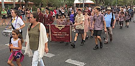 p2429 Anzac parade 9