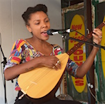 p2481 Desert Fest She sings Emma SM
