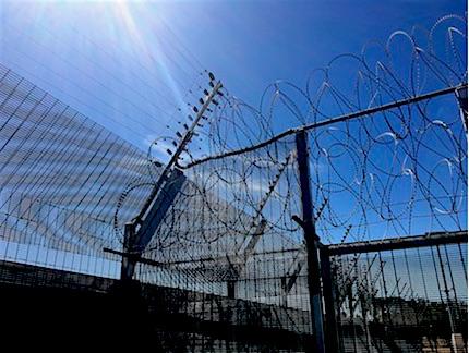 p2495 Prison razor wire 430