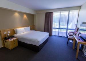 2504 Lasseters bedroom
