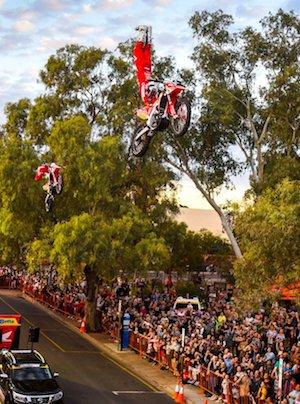 2549 Finke bike stunt OK