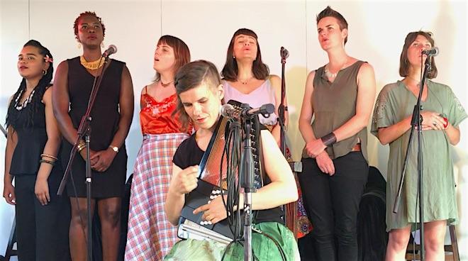 p256 She sings Xavia 660