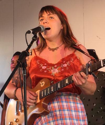 p2568 She sings Steele 430